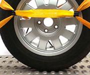Metody mocowania auta na lawecie