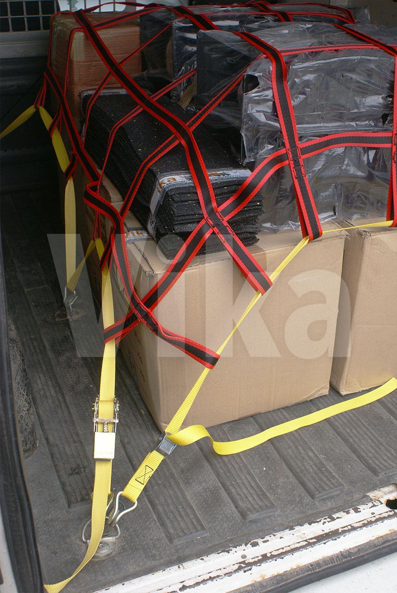 Budowa siatki zabezpieczającej w transporcie