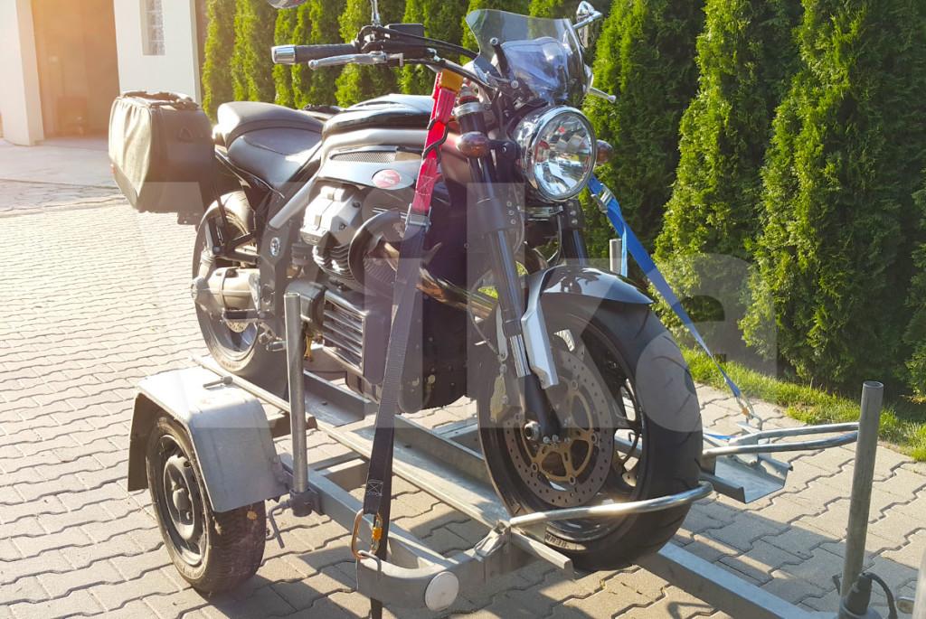 Mocowanie motocykla pasami